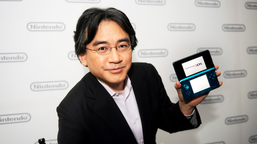Satoru Iwata poses with the Nintendo 3DS. (Photo by Phil McCarten/Reuters)